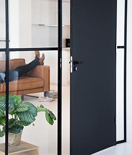 Zwarte deur karwei for Binnendeuren karwei