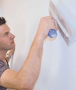 Maak je muur en plafond glad maken.