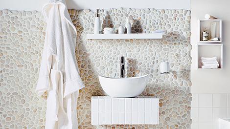 Badkamer Met Kiezelvloer : Tegelen met kiezelmatjes karwei