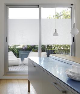 Raamfolie aanbrengen bekijk het stappenplan karwei for Plakplastic raam